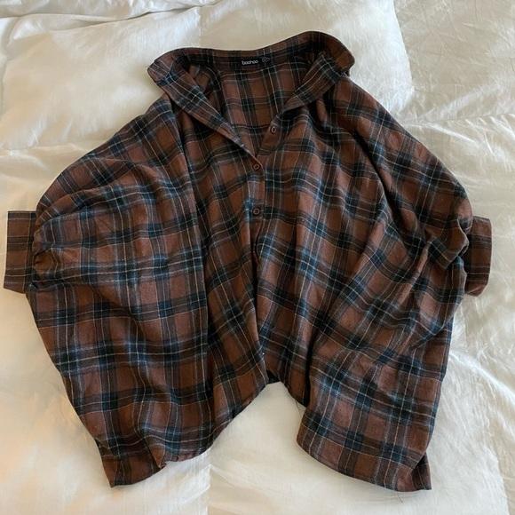 Oversized short sleeve plaid top